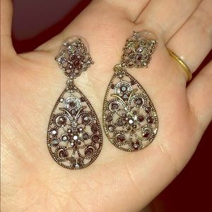 FRANCESCA'S SILVER/GUNMETAL GEM EARRINGS